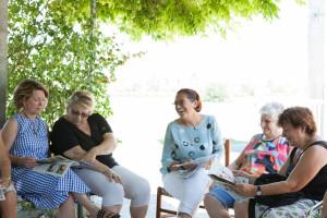 Dona a sostegno del caffè incontro - volontarie aima associazione malattia di alzheimer onlus reggio emilia